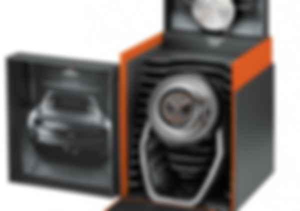 У комплекті з хронографом йдуть поворотно-фіксувальний механізм і особлива настільна підставка. Фото: Tissot