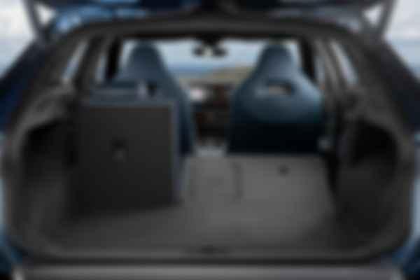 Объем багажного отсека CUPRA Formentor — 450 л, у гибридной версии он на 30 л меньше. Фото: CUPRA