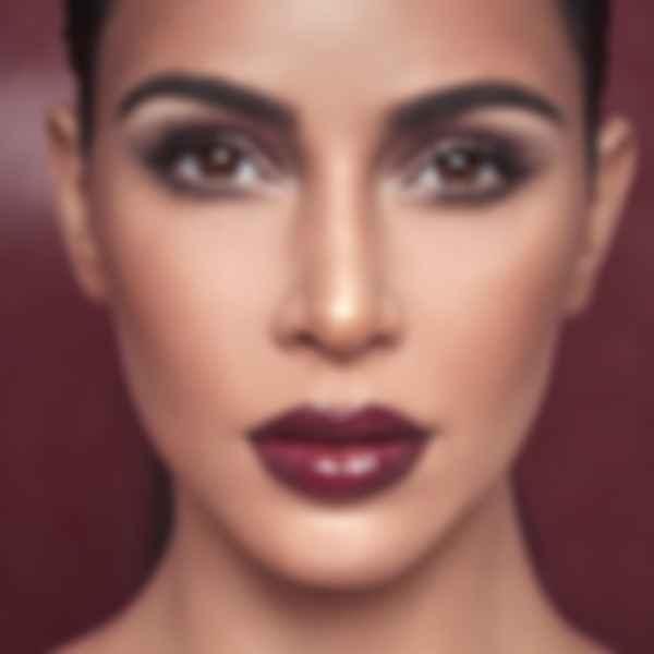 Met Gala 2021: под маской Ким Кардашьян оказался макияж. Фото: KKW Beauty