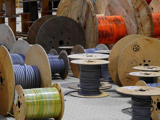 Украина отменила апрельское решение о специальной пошлине на импорт проводниковой продукции. Фото: Pixabay