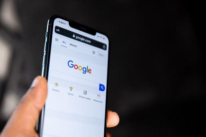 Google представила топ-запросы в 2020 году. Фото: unsplash / @solenfeyissa