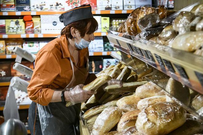 Штрафы для бизнеса за клиентов без масок. Фото: УНИАН
