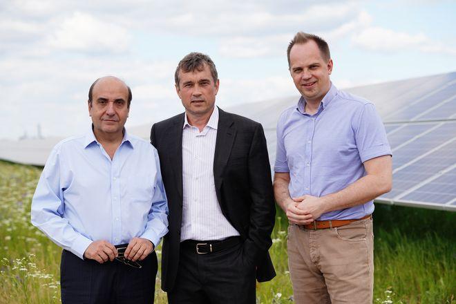 Василий Хмельницкий (в центре) запускал проекты возобновляемой энергетики и с испанскими партерами