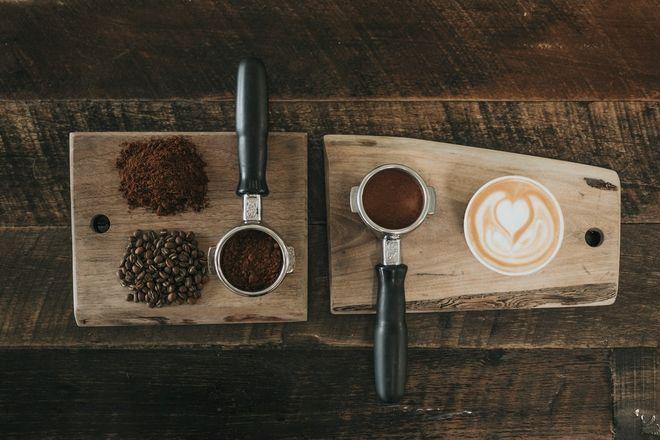 Сколько стоит открыть кофейню. Фото: unsplash / Nathan Dumlao