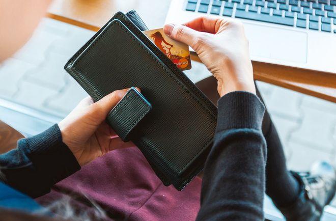 Как Яценко покрыл гарантию для Visa и Mastercard за счет выведенных средств. Фото: Pixabay