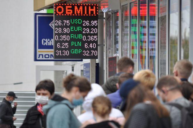 Прогноз курса доллара, гривны, евро и рубля на июнь 2021 года. Фото: УНИАН
