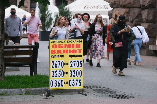 Прогноз курсу долара, євро та рубля на липень 2021. Фото: УНІАН