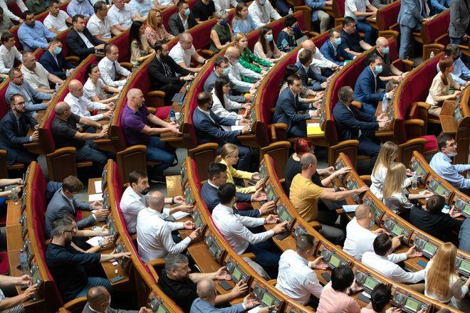 Магазини програли банкам: Рада ухвалила закон без обмеження комісій інтерчейндж. Фото: УНІАН