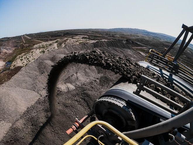 Уголь стал одним из самых прибыльных активов в 2021-м: на сколько выросла цена. Фото: unsplash / @ alberthyseni