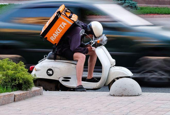 Сервис доставки Rocket начал работать круглосуточно: в каких городах и ресторанах можно сделать заказ. Фото: УНИАН
