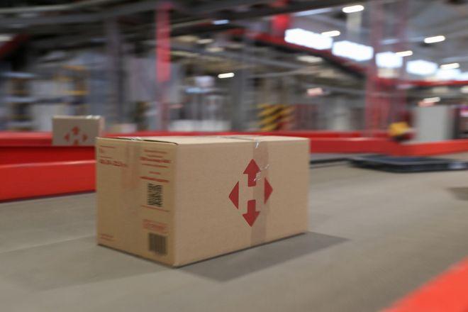 «Нова пошта» тестує складських роботів Deus Robots. Фото: УНІАН