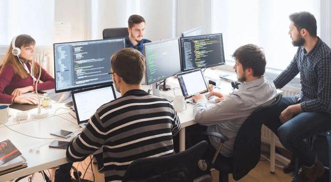 Почти 60% всех респондентов научились программировать на онлайн-ресурсах. Фото: hireukrainiandevelopers.com