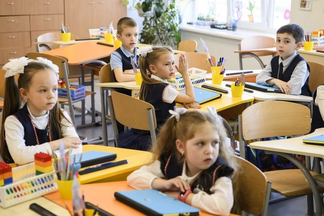 Школы Киева ввели ПЦР-тесты и вакцинацию для родителей с 1 сентября 2021 года. Фото: УНИАН