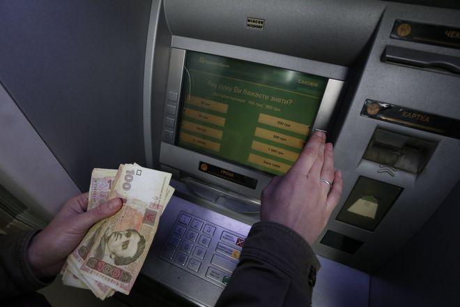 Технические работы в Приватбанке: сколько не будут работать карты и «Приват24». Фото: УНИАН