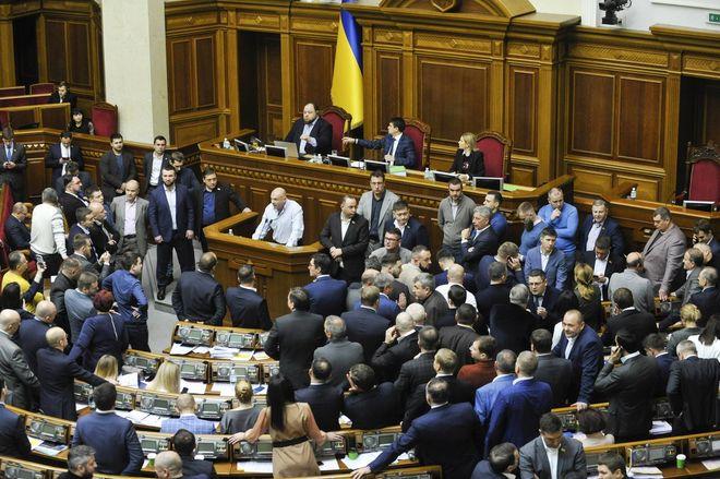 Законопроект об олигархах №5599. Депутаты подали 1200 правок. Фото: УНИАН