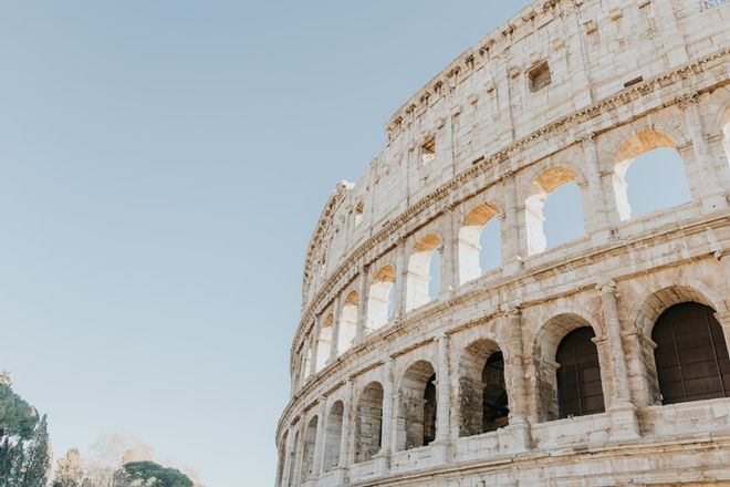 How to get to Italy: documents, entry for tourists, flights, and transit. Photo: unsplash / Braden Collum