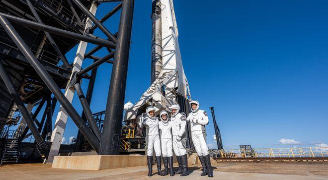 SpaceX запустила перший в історії політ цивільних на орбіту. Фото: SpaceX