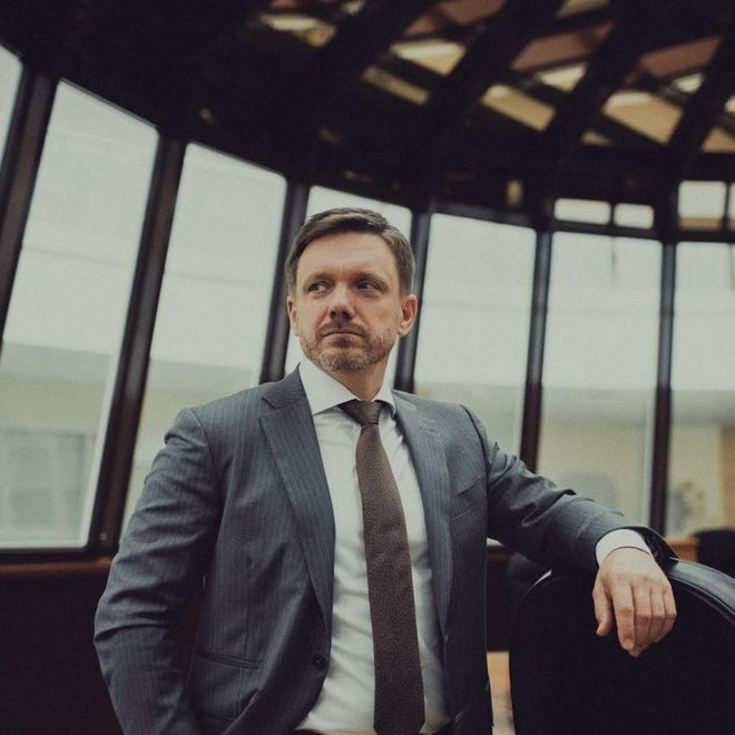 Бизнес в ОРДЛО, кредит на $60 млн и ТРЦ Skymall: «Схемы» обнародовали расследования о государственном Укрэксимбанке. Фото: Facebook / Евгений Мецгер