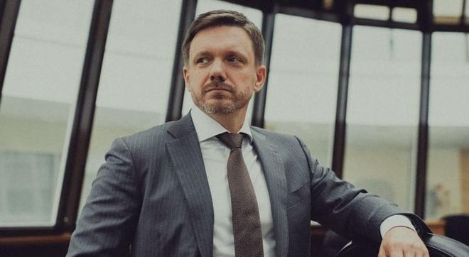 Голова Укрексмібанку Мецгер пішов з посади, наглядова рада банку рішення підтримала. Фото: Facebook / Євген Мецгер