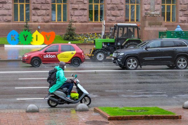 Uber, Uklon і Bolt пояснили високі тарифи у перший день ослаблення карантину. Фото: УНІАН