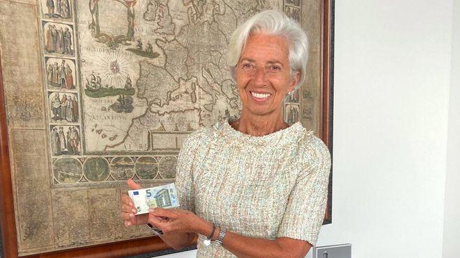 На банкнотах євро вперше з'явився підпис Крістін Лагард. Фото: Twitter