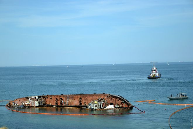 Невдачею закінчилася друга спроба підйому танкера Delfi. Фото: «Думська»