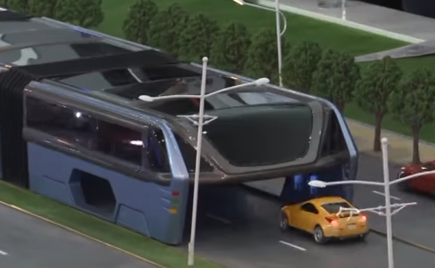 """This Futuristic """"Straddling Bus"""" Can Drive Itself Over Cars"""